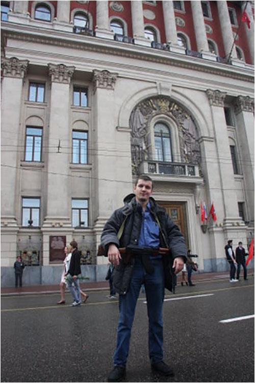 s_avtomatom_v_moskve_2